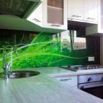 Насколько практичны стеклянные кухонные фартуки?